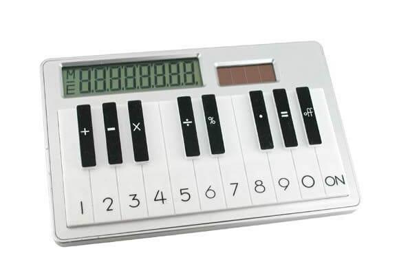 Uma calculadora diferente que imita as teclas do piano.