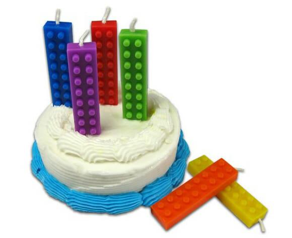 Aniversário de geek tem que ter vela de LEGO!