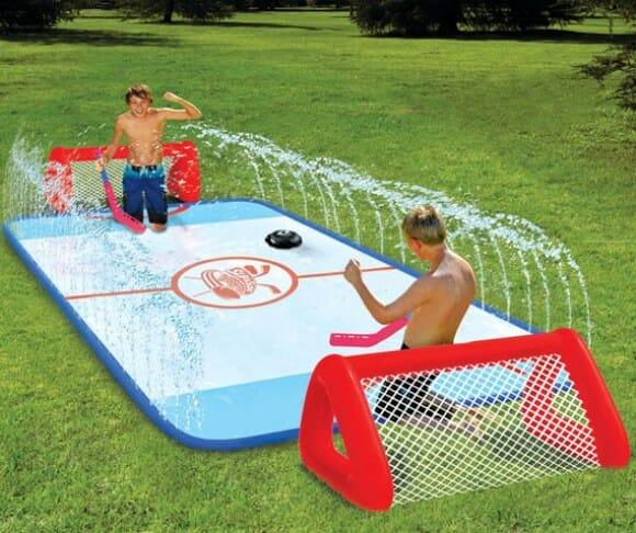 Turbine seu verão com uma pista de hockey aquática portátil!