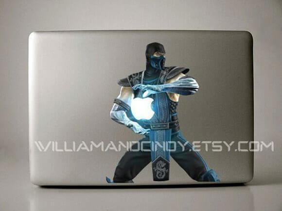 Adesivo Sub-Zero do game Mortal Kombat para Macbooks.