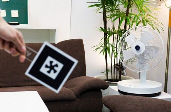 Ventilador com detecção de movimentos direciona o vento para onde o usuário está.