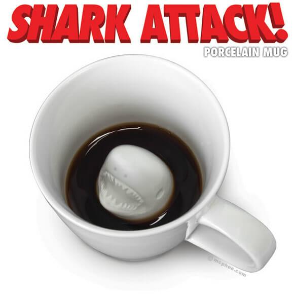 Caneca Shark Attack.