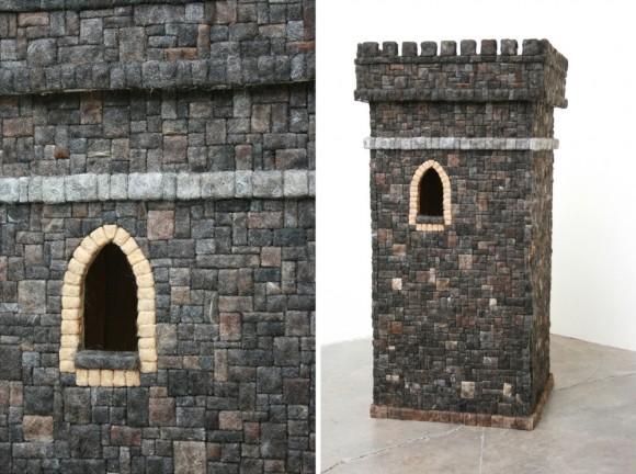 Réplica de castelo medieval feito inteiramente com cabelos humanos
