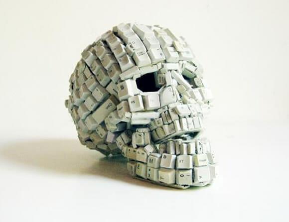 Crânios feitos de teclas de computador