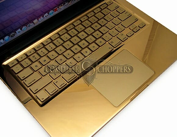 Macbook Pro de Ouro 24k. Porque Alumínio é coisa de Pobre!