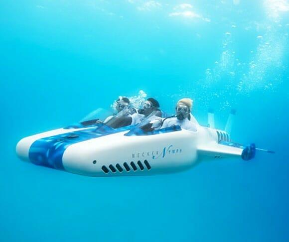 """Milionário constrói """"avião-submarino"""" e o disponibiliza para locação."""