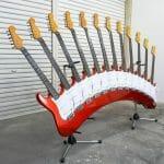 A incrível guitarra maluca de 12 braços.