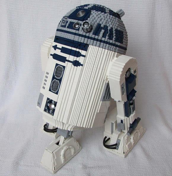 Um R2-D2 de controle remoto feito com peças de LEGO! (com vídeo)