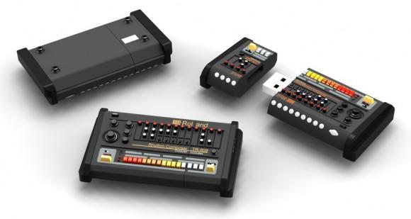 Um pen drive em forma de caixa de ritmos programável TR-808 da Roland.