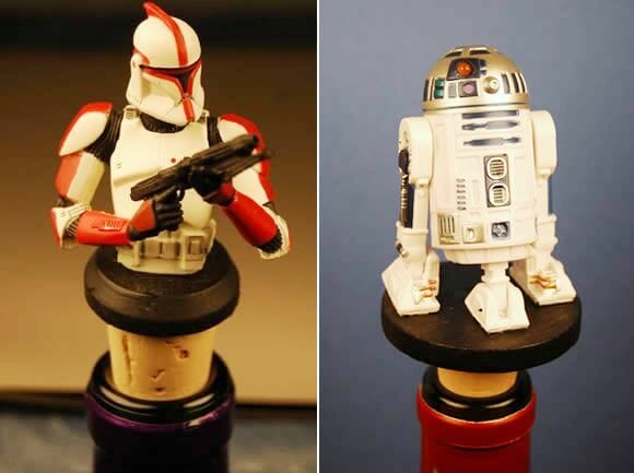 Rolhas de garrafas decoradas com personagens do filme Star Wars.