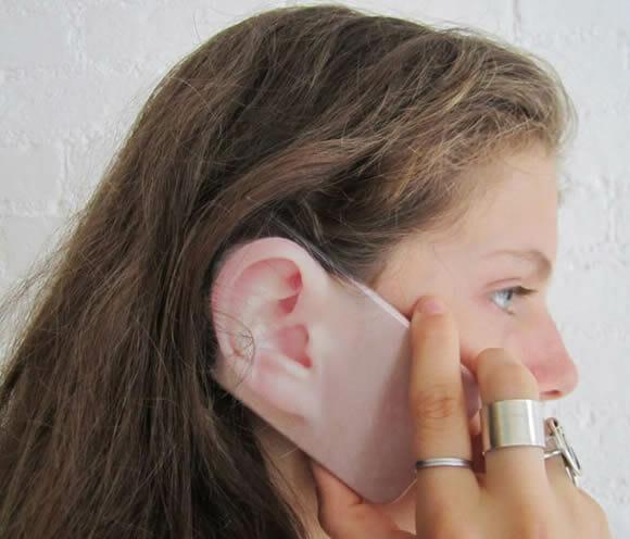 EARonic - Cases criativos para iPhone com desenhos de orelhas.