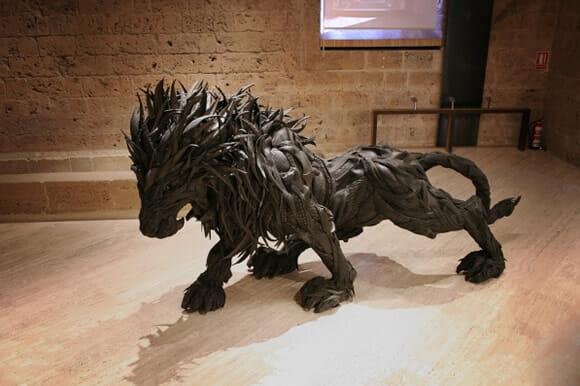 Artista cria incríveis esculturas feitas com pneus reciclados.