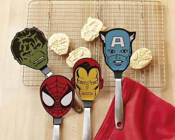Espátulas de cozinha que são literalmente a cara do heróis da Marvel!