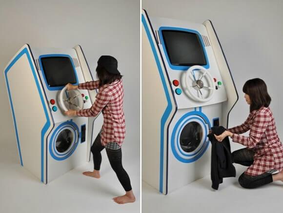 Estudante cria uma curiosa máquina de fliperama que também lava roupas.