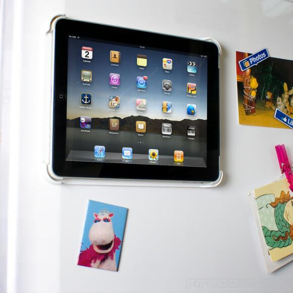 Suporte especial transforma seu iPad em um ímã de geladeira gigante.