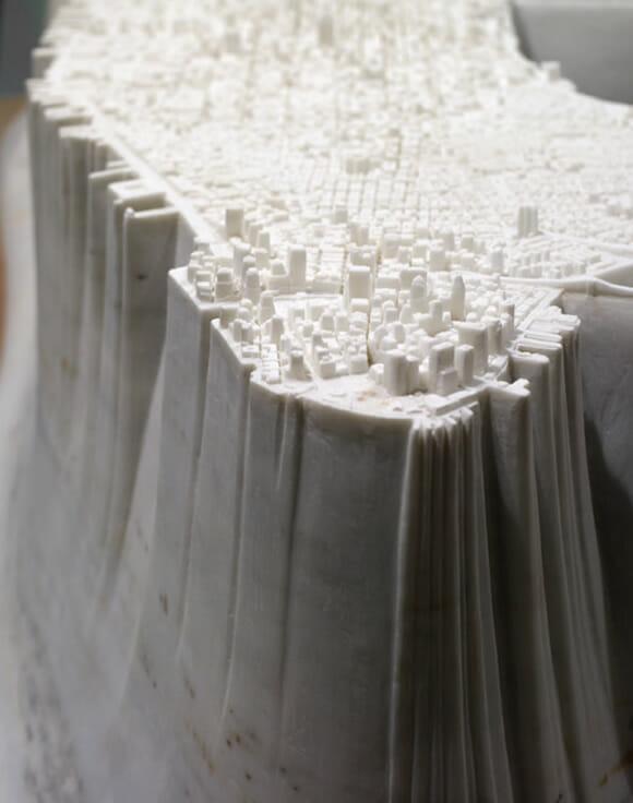 Artista cria maquete de Manhattan esculpida em mármore.