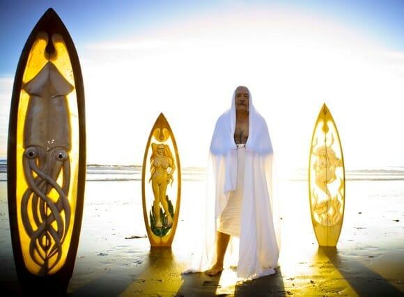 As incríveis esculturas de Joe Cardella feitas em pranchas de surf!