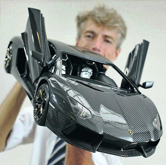 Homem constrói réplica de Lamborghini de US$ 4,7 milhões. A original custa US$ 380 mil.