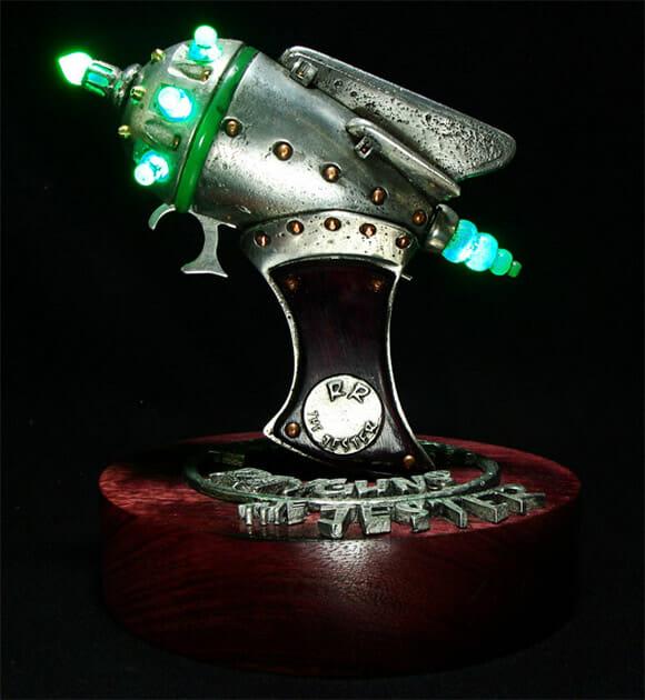 As incríveis armas alienígenas de RubberToe!