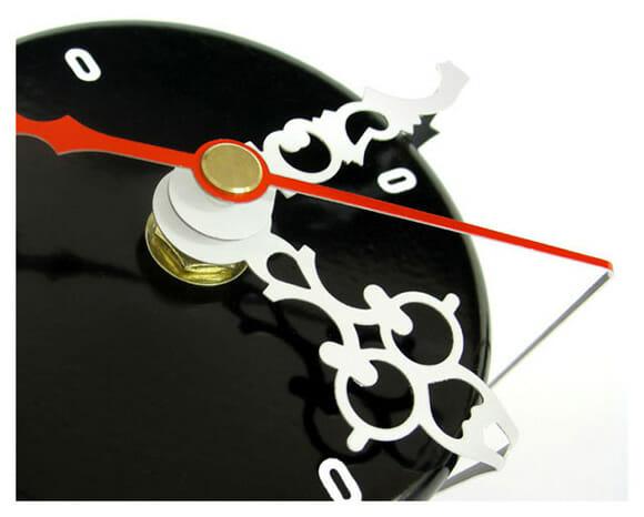 Around The Clock - Um relógio de mesa com design inovador.