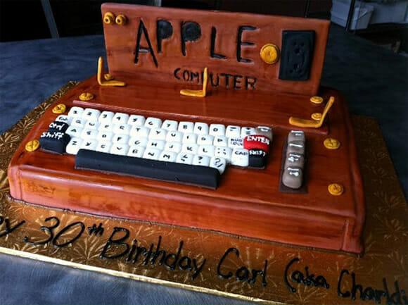 Bolo de aniversário do Apple I, o primeiro computador da Apple.
