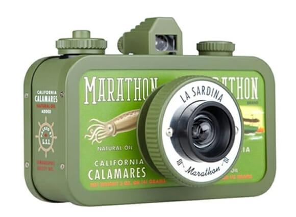 Que tal tirar fotos com uma lata de sardinha?