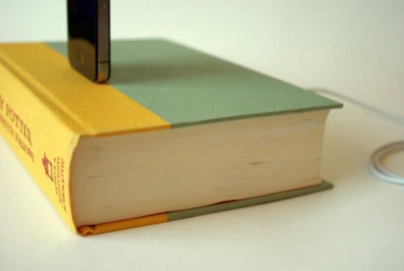 Recarregue a bateria do seu iPod ou iPhone com um livro do Harry Potter!
