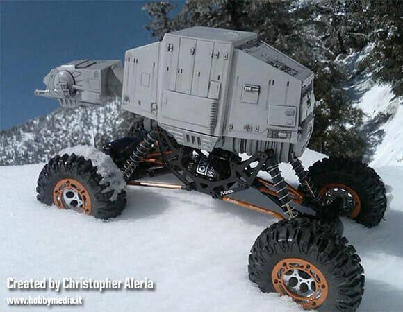 Imperial Crawler - Um AT-AT de controle remoto equipado com rodas no lugar de pernas.