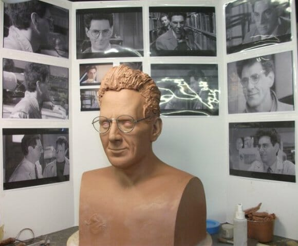 Artista cria busto realista de personagem do filme Ghostbusters.