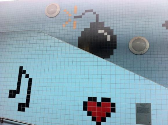 Invasão de 8-bits no metrô de Estocolmo na Suécia. (vídeo)