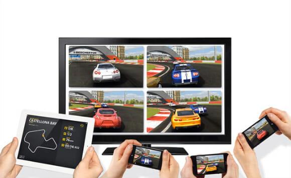 Real Racing 2 para iPhone 4S agora pode ser jogado na TV em modo Split Multiplayer.