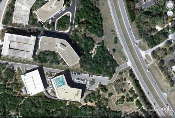 """Esqueça os Outdoors! A moda agora é exibir<br/> """"QR Codes"""" no telhado pelo Google Maps!"""