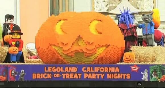 Abóbora feita com 22 mil peças de Lego foi atração de Halloween dos americanos. (vídeo)