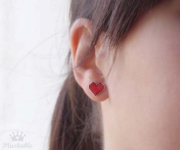 Pixel Heart Earrings: Brincos de corações pixelados