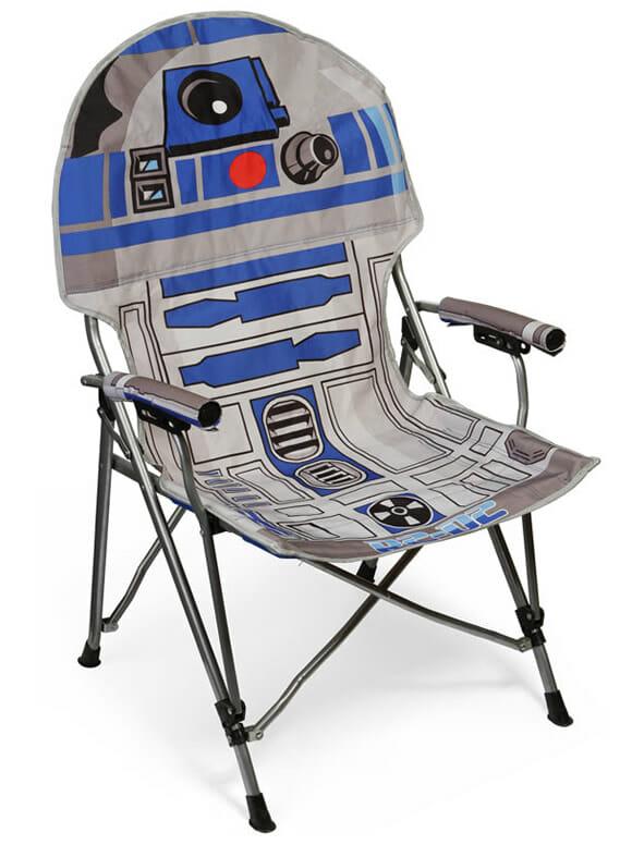Geek que é geek leva para praia a cadeira de praia do R2-D2!
