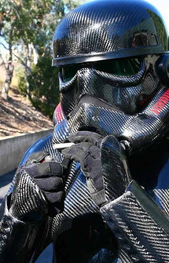 Fã de Star Wars gasta uma fortuna para criar fantasia de Stormtrooper de Fibra de Carbono