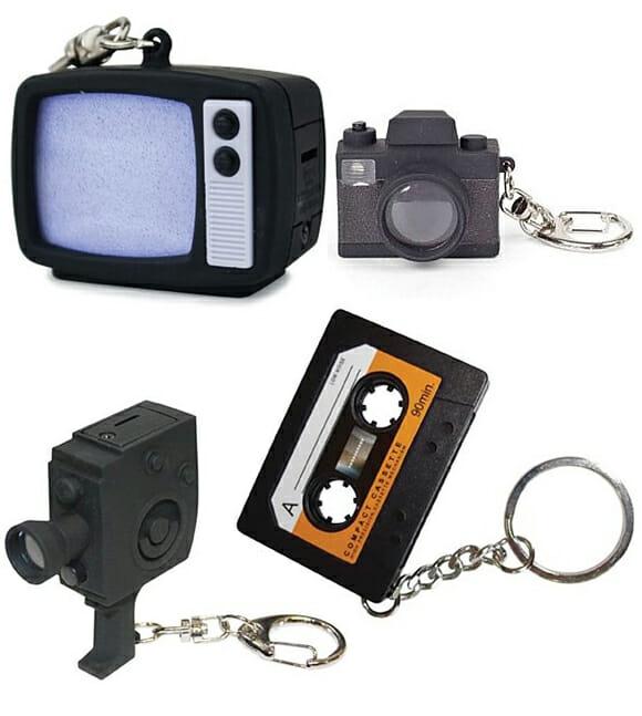 Chaveiros inspirados em gadgets retrô.