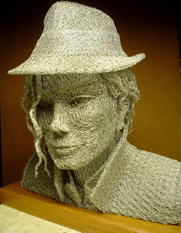 Esculturas de celebridades feitas de arame