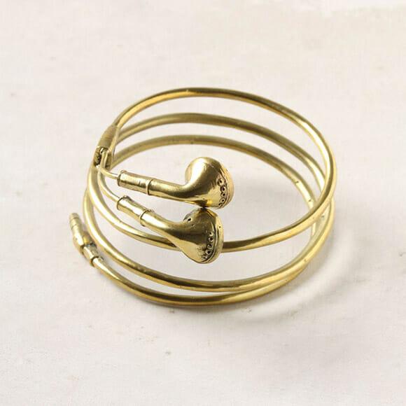 Bracelete em forma de fone de ouvido para viciados em música