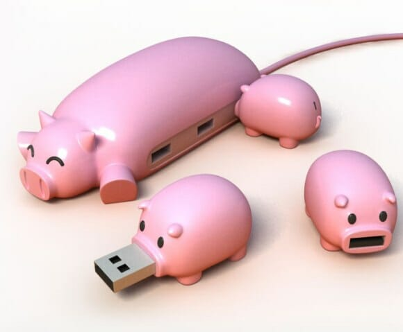Mamãe porco Hub USB e seus pen drives porquinhos. Criativo!