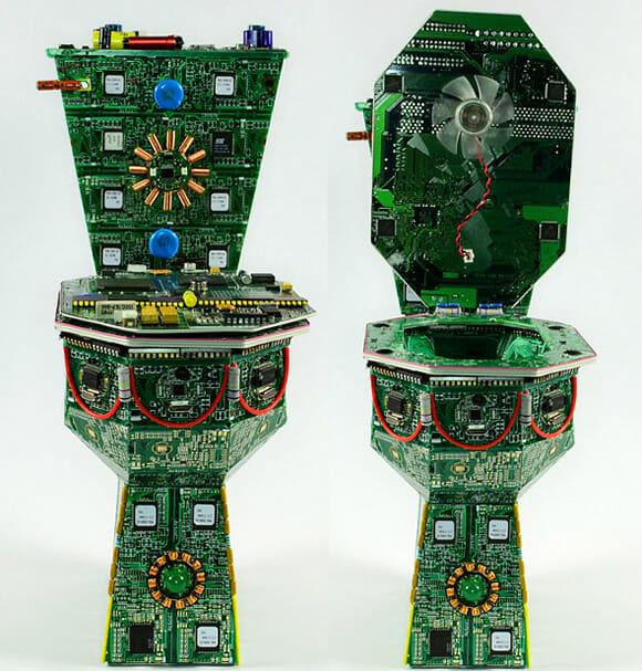 Trono Geek - Privada feita com placas de circuito eletrônico recicladas.