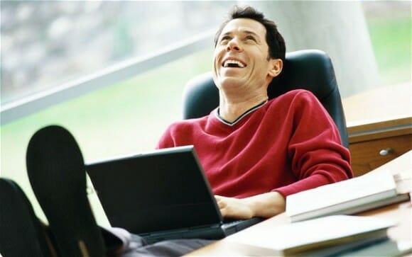 Usar Notebooks com Wi-fi no colo pode 'danificar espermatozoides', diz estudo