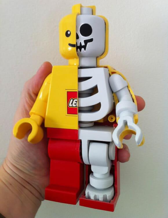 OMG! Dissecaram outro boneco de LEGO! Pobre coitado!
