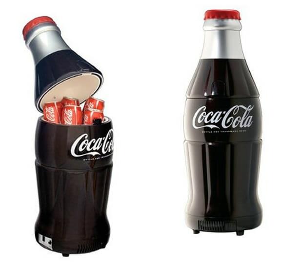 Resfrie suas latinhas de refrigerante em um freezer Garrafa de Coca-Cola