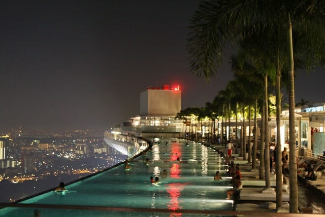 Swimming pool no 57º andar do Marina Bay Sands Casino, Singapura