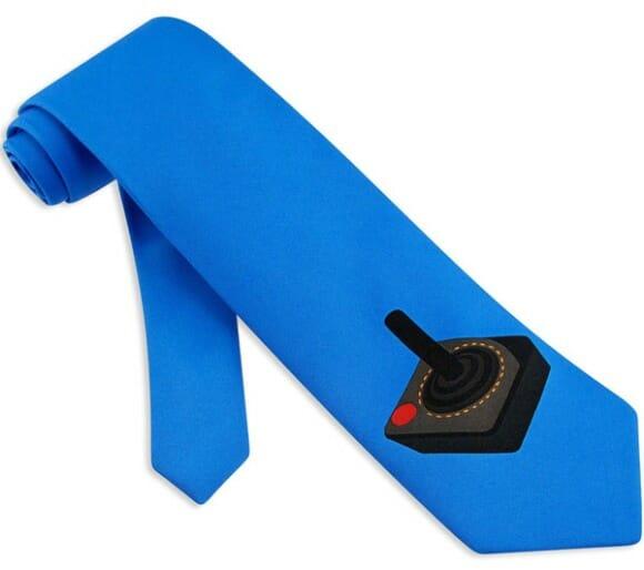"""Dê um """"chega pra lá"""" na formalidade com a gravata Joystick!"""