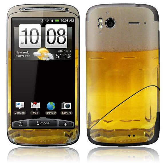 Adesivo para HTC transforma o smartphone em um verdadeiro copo de chopp