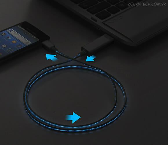Cabo USB especial exibe com LEDs a velocidade de recarga do seu smartphone (vídeo)