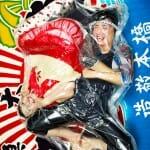 """Fotógrafo japonês fotografa casais """"embalados a vácuo"""""""
