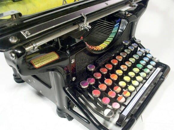 Máquina de escrever especial permite que você pinte quadros datilografando